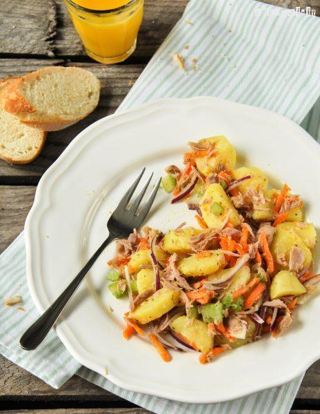 Ensalada de patatas y atún con aliño de limón