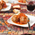 Albóndigas de chorizo y nueces con salsa de tomate