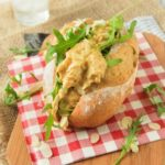 Bocadillo coronation chicken