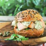 Bocadillo de salmón y alcaparras