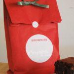 Una bolsa con brownies