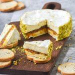 Camembert relleno de crema de dátiles y albaricoques