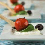 Caprese templada con tomates asados y sal de aceitunas