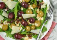 Ensalada de uvas marinadas y manchego