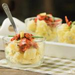 Ensalada de patatas con aliño de chorizo y pepinillos