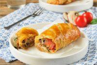 Hojaldre con champiñones, tomates y queso
