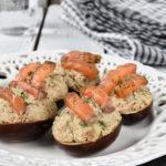 Huevos al balsámico rellenos de atún y aguacate