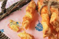 Palitos de hojaldre, mostaza y queso