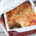 Pasta al horno con salsa de queso y bolonesa