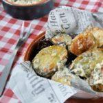 Patatas al horno con mahonesa de parmesano y nueces