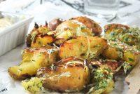 Patatas con gremolata de queso