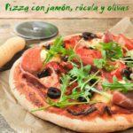 Pizza con jamón ibérico, rúcula y olivas {con y sin gluten}