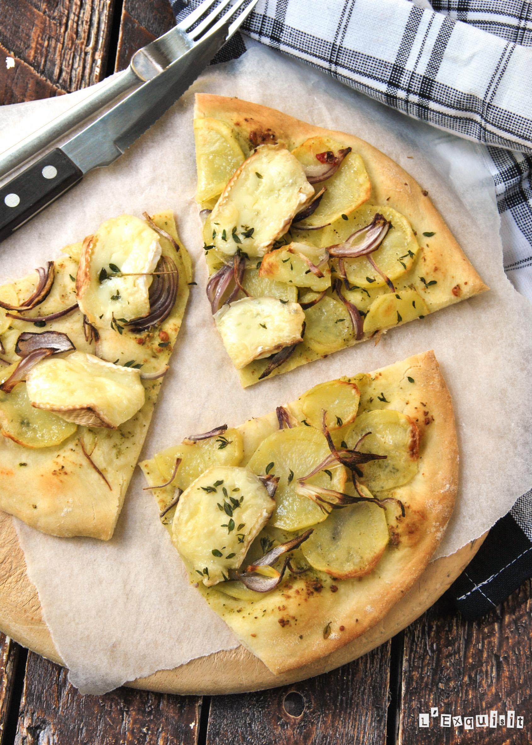 Pizza con patata, brie y tomillo