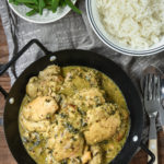 Pollo al curry con espinacas