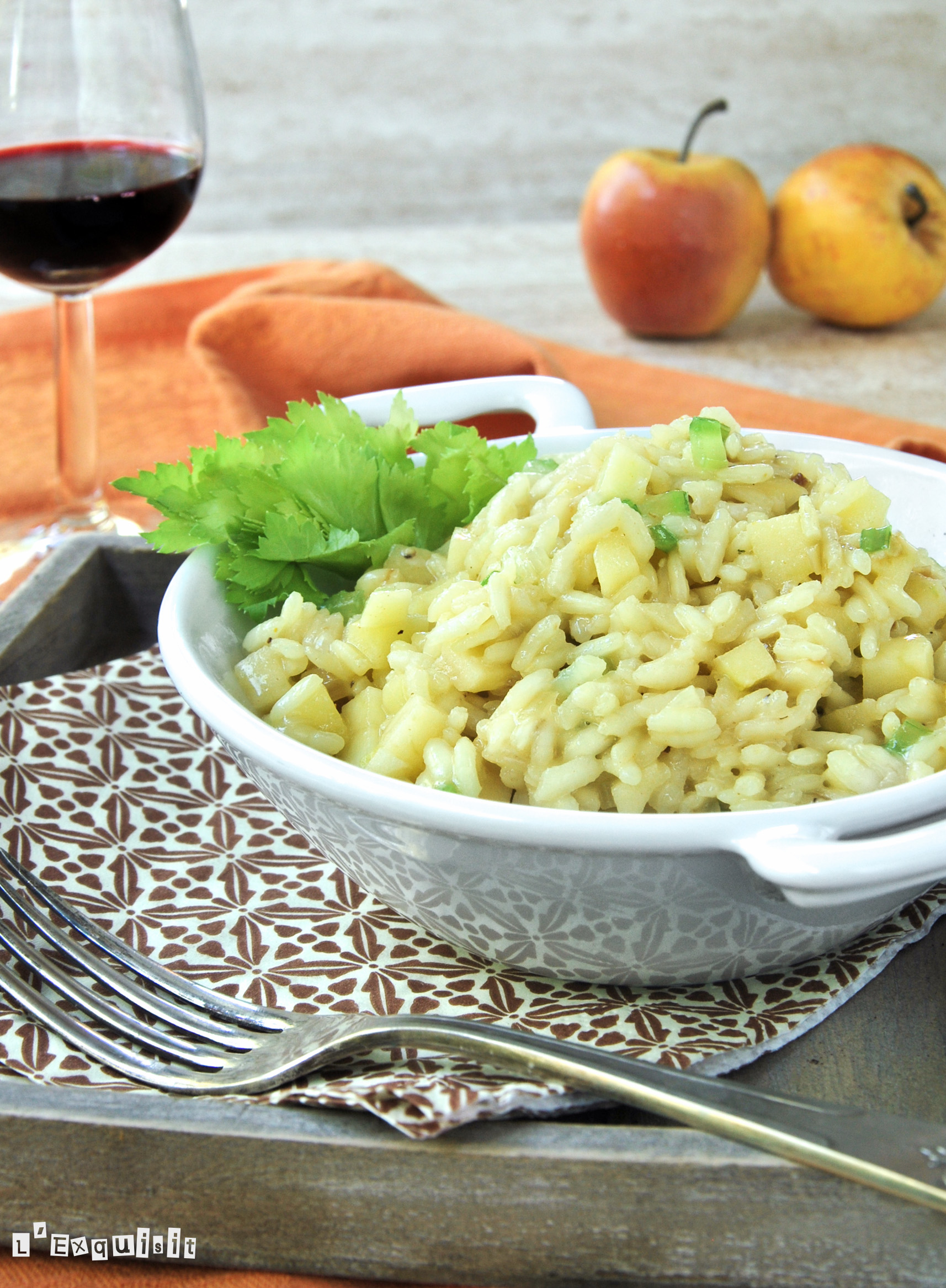 Risotto al curry con apio y manzana