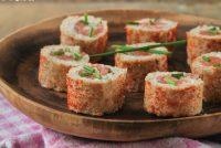 Rollitos de salmón y alcaparras