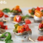 Rollitos de sardinas con picadillo vegetal y aceitunas