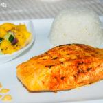 Salmon tandoori con chutney picante de mango y pepino