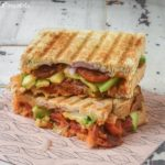Sandwich caliente con chorizo y aguacate