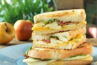 Sandwich caliente con queso