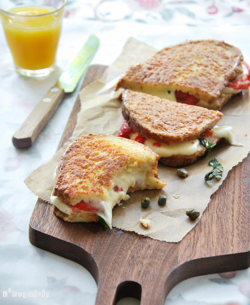 Sandwich caliente de mozzarella y pimiento