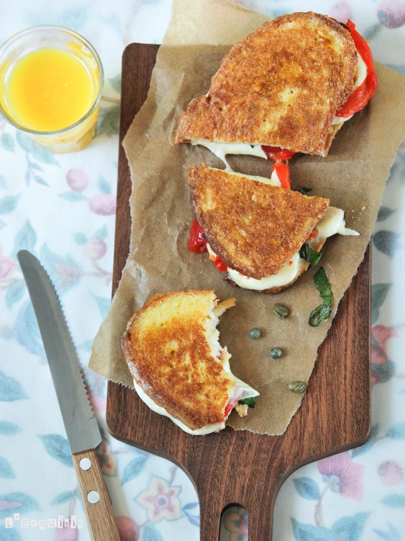 Sandwich caliente de mozzarella y pimiento-2