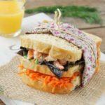 Sandwich con gambitas, zanahorias y eneldo