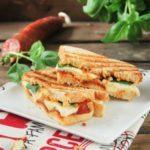 Sandwich de chorizo y mozzarella