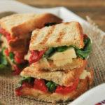 Sandwich de provolone y pimientos