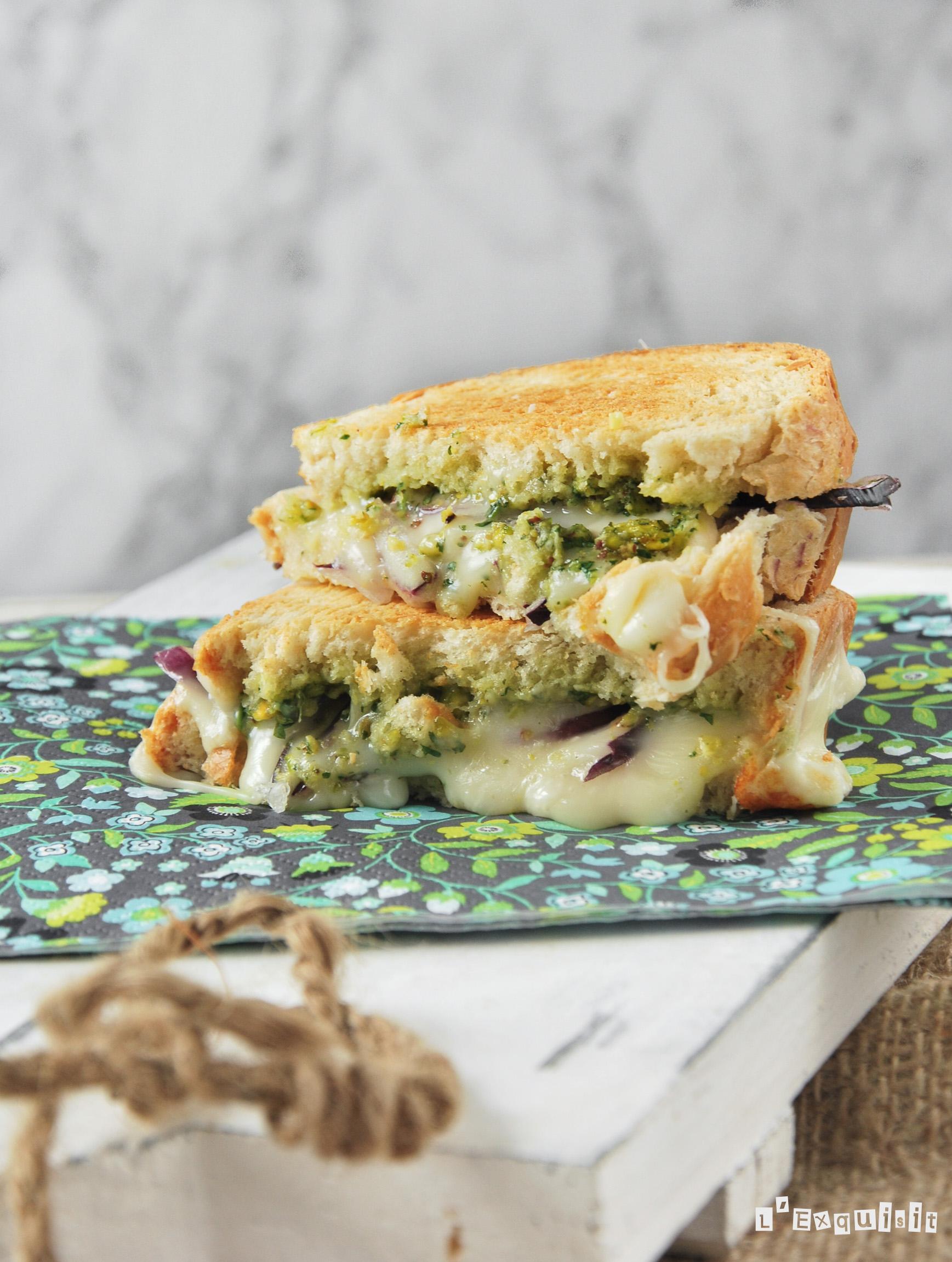 Sandwich de queso y pesto de pistachos