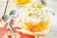 Semifrío de yogur a la vainilla con mango