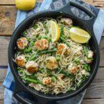 Spaguetti con albondigas de salmon y esparragos
