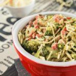 Spaguetti con brocoli y crumble de avellanas
