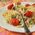 Spaguetti con gambas, maíz y tomatitos