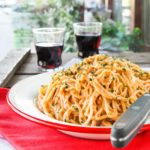 Spaguetti con pesto de pimientos