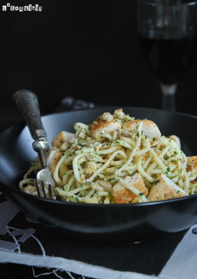 Spaguetti con pollo al limón y pangrattato