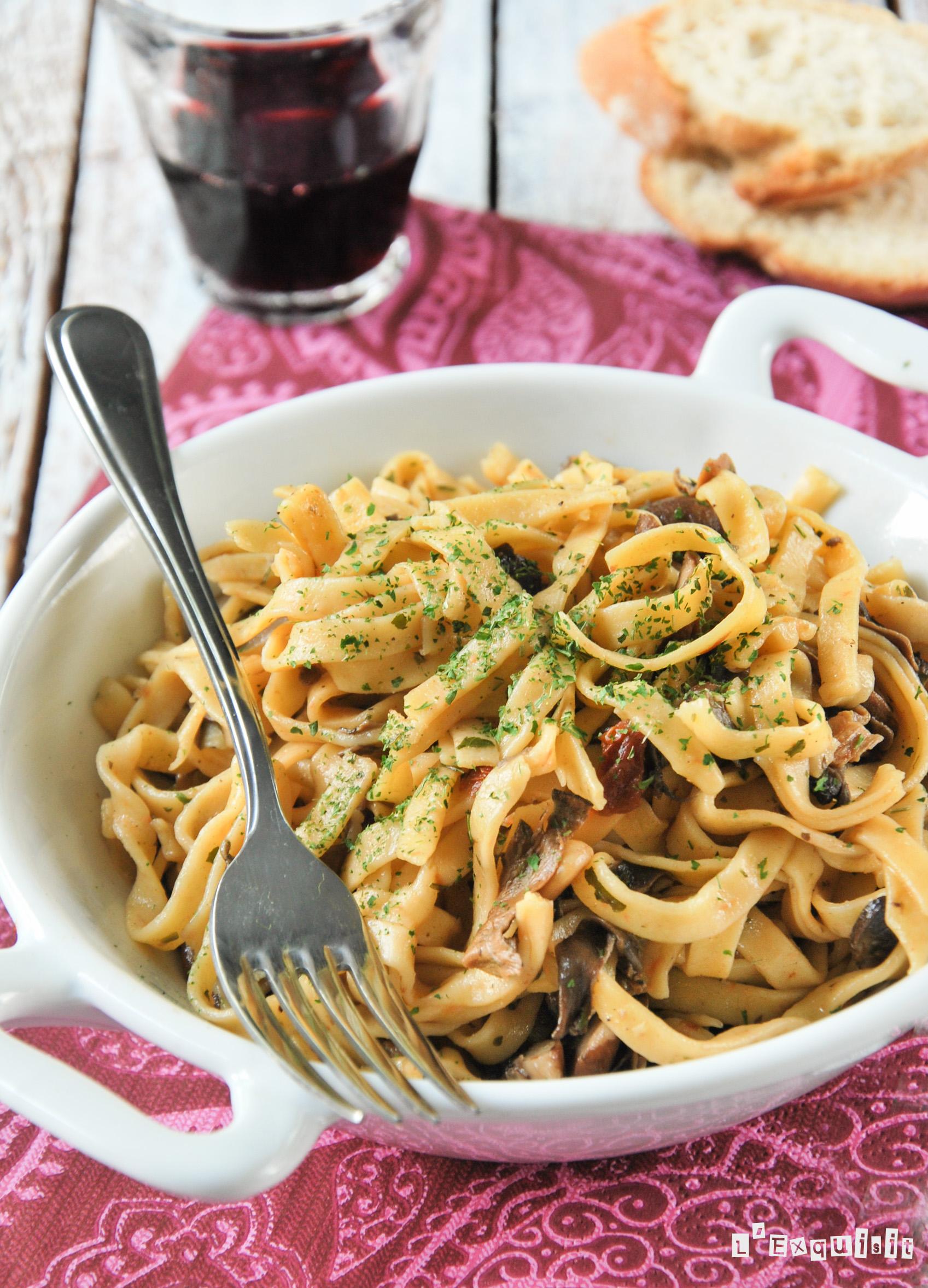 Spaguettis con setas y tomates semisecos