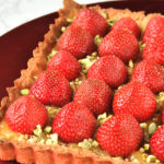 Tarta con crema de limón y fresas