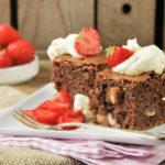 Tarta de chocolate y avellanas con fresas {sin gluten}