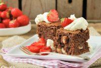 Tarta de chocolate y avellanas con fresas {sin harina}