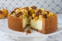 Tarta de queso con manzanas y nueces caramelizadas