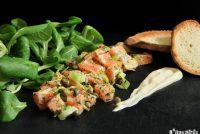 Tartar de salmón y cebolleta