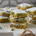Bizcochitos con pistachos y limón