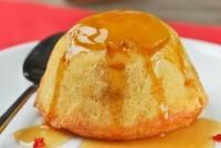 Bizcocho de mango con jarabe de guindilla