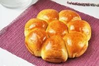 Corona de pan con espinacas y manchego