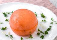Bombón de salmón con crema de wasabi