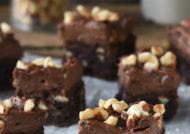 Brownie con avellanas y crema de chocolate