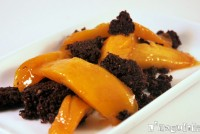 Crumble de chocolate con mango