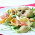 Ensalada de pasta con hinojo y salami