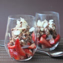 Fresas con crema de chocolate y almendras